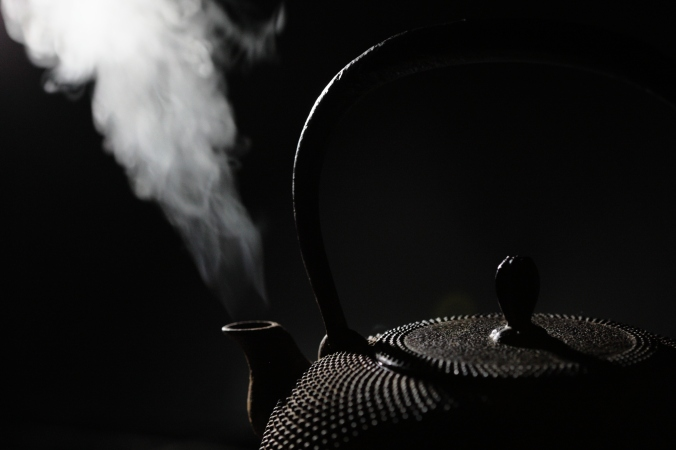 theme-minimalism-kettle-black-smoke-78550.jpeg